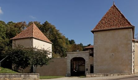 Pigeon loft and Chapel - Castel of Bicqueley