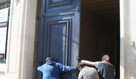 Pose d'une porte cochère